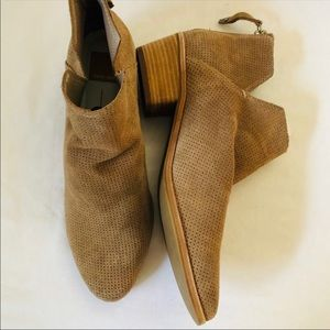 Dolce Vida ankle boots 9.5